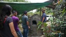 Contemplando el horno viejo por demoler